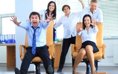 Employés de bureau heureux