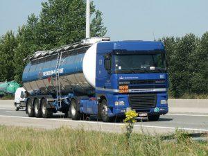 camion sur une route