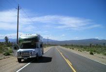 camping-car en bord de route