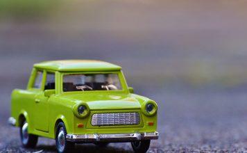 Petite voiture verte