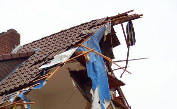 maison partiellement détruite
